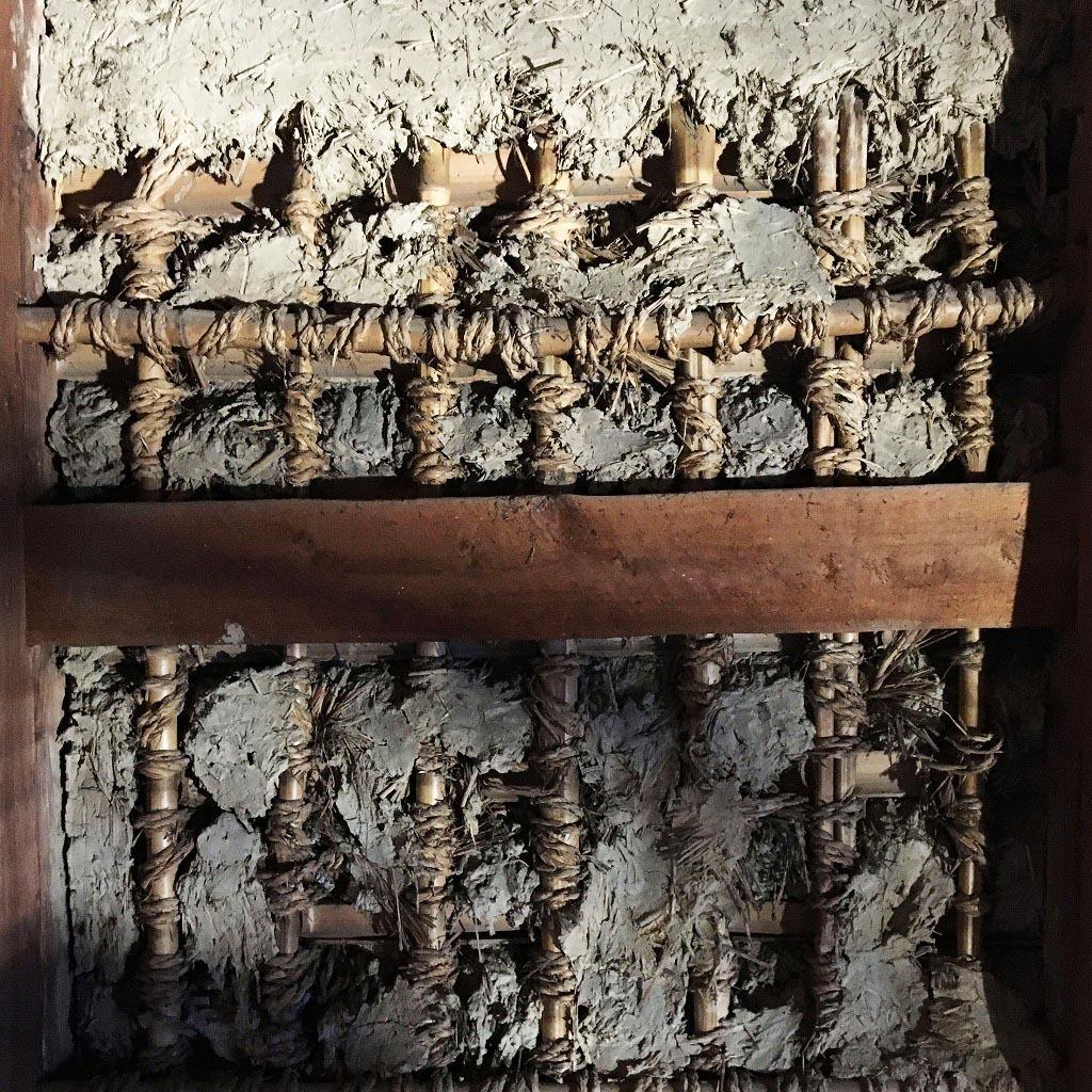 吹きガラス工房の窯から出した壺の底